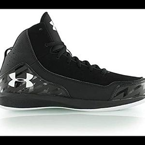 Under armour basketball/running shoes 👟🏀
